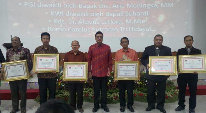 Ditjen Bimas Kristen Terima Penghargaan Dari Kemendagri
