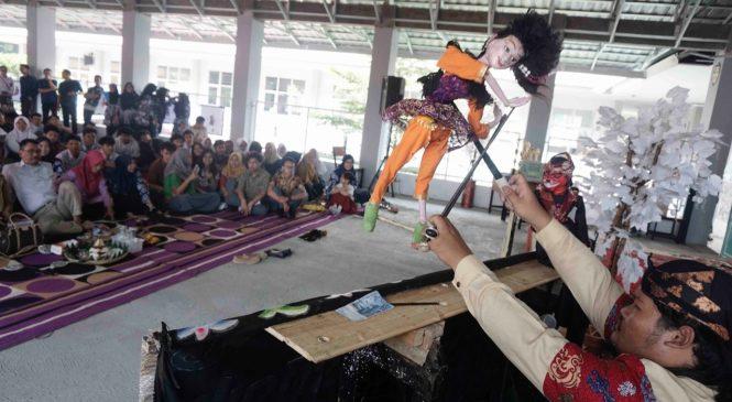 "SMA Negeri 9 Bandung Gelar Festival Budaya Sunda ""Mieling Poe Basa Indung Sa Dunya"""