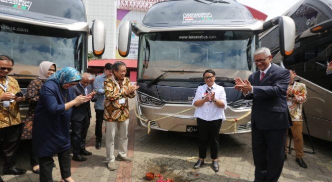 Retno Marsudi Lepas Pengiriman perdana Bus Eksekutif produksi
