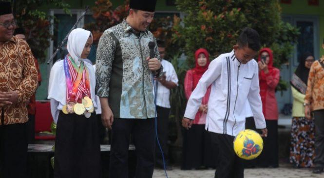 Menpora Ajak Atlet MTsN 10 Jombang Daftarkan Diri di Sekolah Khusus Olahraga Ragunan