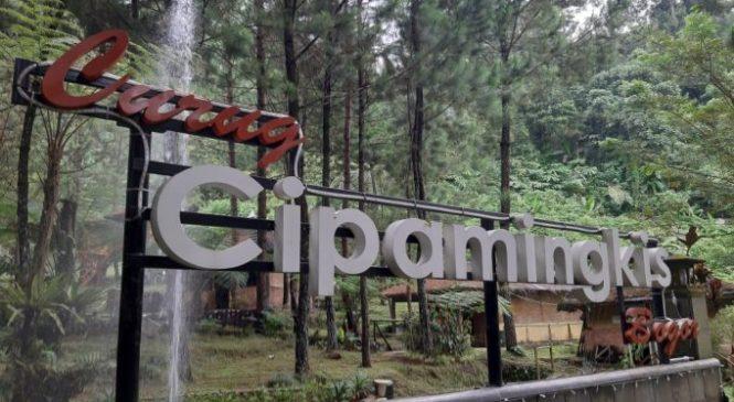 """Hayu Ka Bogor """"Curug Cipamingkis, Pesona Alami Diselimuti Hutan Pinus"""""""