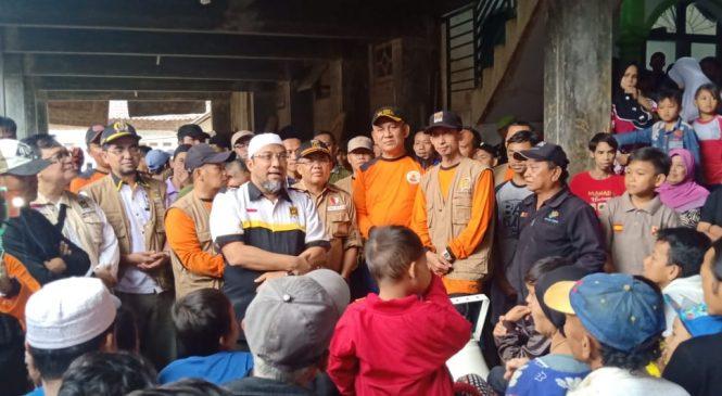Bersama Presiden PKS, Fahmy Alaydroes dan Aleg Dapil Bogor Bantu Korban Bencana Banjir dan Longsor