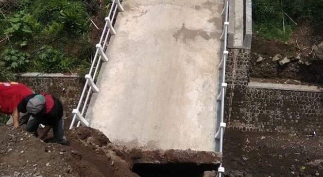Baru Dibuka 2 Bulan, Jembatan Senilai Rp 1,2 Miliar Ambruk