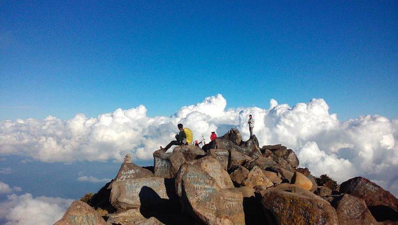 Bikin Merinding, 4 Gunung Ini Punya Cerita Mistis yang Menyeramkan