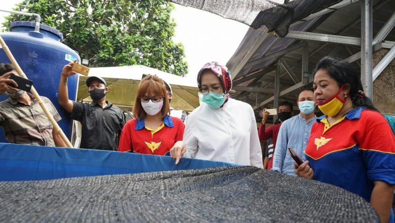 Airin Hadiri Pelantikan Pengurus Bank Sampah