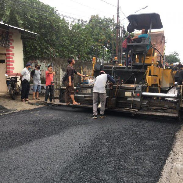 Bentuk peduli lingkungan, PT Kahaptek Perbaiki Jalan Perapatan Kedep – Kp Bojong Lewat CSR