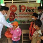 PKS Kabupaten Bogor Bagikan Bingkisan Lebaran