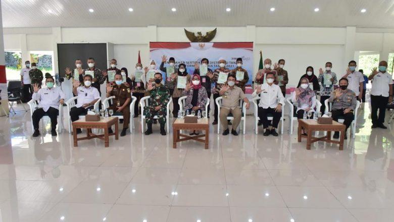 Bupati Bogor Terima Sertipikat 500 Bidang Tanah Redistribusi Bagi Masyarakat Jasinga dan Pamijahan dari Presiden RI secara Virtual